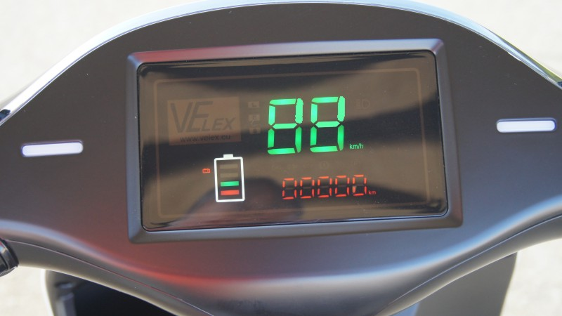 Wyświetlacz w skuterze elektrycznym VELEX