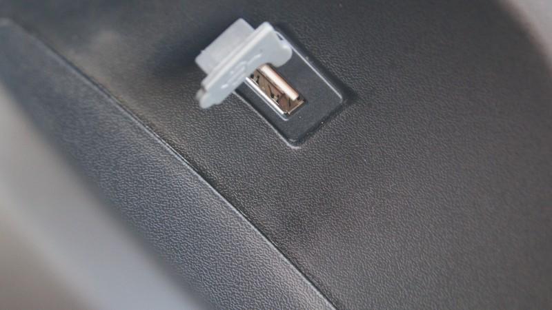 Port USB w skuterze elektrycznym VELEX DART